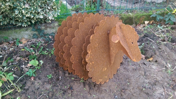 Hinken parts schaf 3d gartenskulptur gartenfigur aus for Rostfiguren tiere